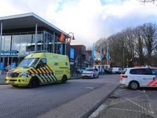 Automobilist helpt gevallen vrouw en rijdt daarna over haar voet in Hoeven
