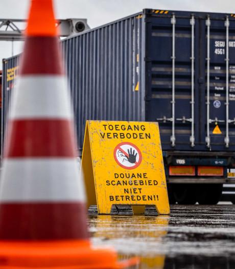 Politie vindt 155.000 euro, horloges en sieraden in huizen van drie douaniers