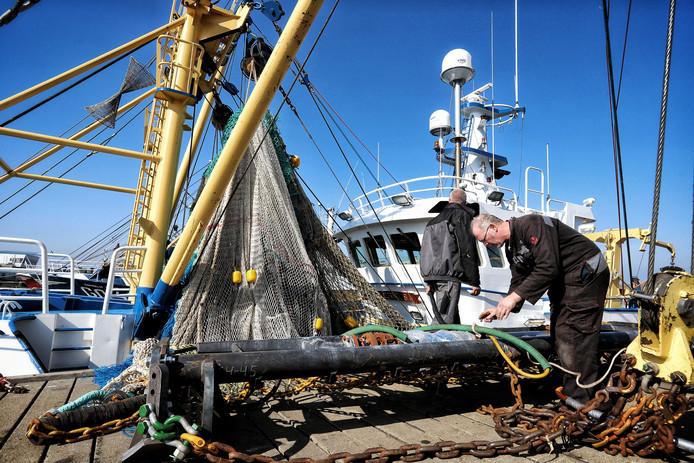 Vissers hebben hun viskotters afgemeerd bij de visafslag van Stellendam, Goeree Overflakkee.