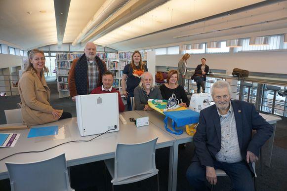 De bibliotheek van Middelkerke heet voortaan 'Bib XL' en staat bol van de vernieuwing. Vlnr.: Natacha Lejaeghere, Jean-Marie Dedecker, Henk Dierendonck, bibliothecaris Erwin Vermeiren, Patty Bauwens, Lieve Landuyt en Eddy Van Muysewinkel.