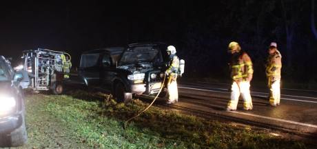 Wagen vliegt in brand tijdens rijden op N317 bij Ulft
