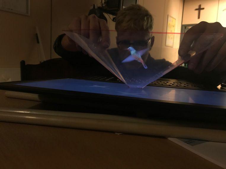 Geert maakte een hologram met eenvoudige materialen.