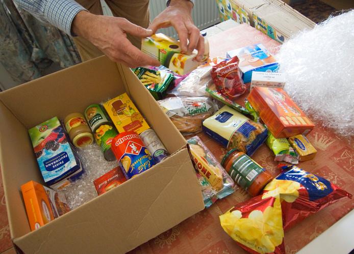 Inpakken kerstpakketten voor voedselbank Achterhoek