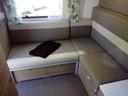Speciaal voor tieners achterin de caravan: lekker chillen op je eigen loungebank, met extra USB-aansluitingen, een eigen tv-bevestigingspunt met zwenkarm en extra bluetooth-versterker voor het audiosysteem