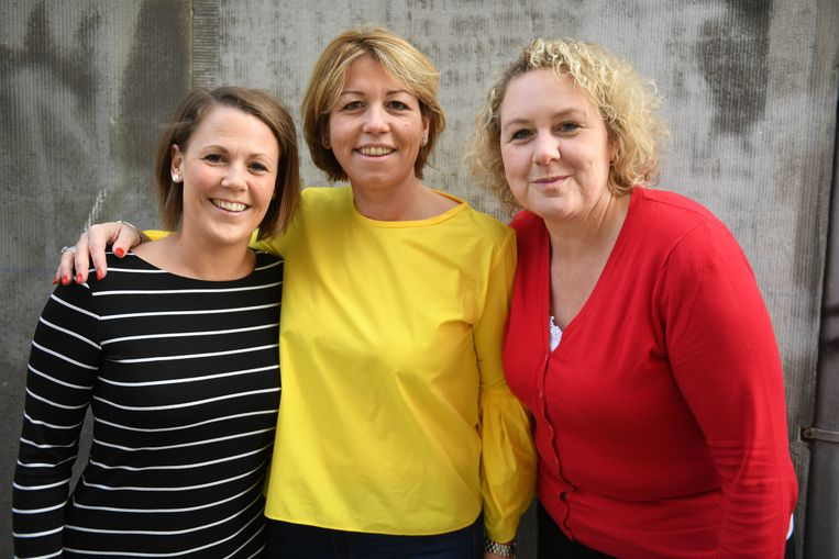Vriendinnen - voor de gelegenheid in de kleuren van de Belgische vlag - Fleur Dam, Sofie Steeno en Nancy Vandeweyer organiseren het Dorpsfeest van Haasrode