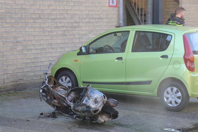 De uitgebrande scooter aan de Schiermonnikoog in Lunetten.