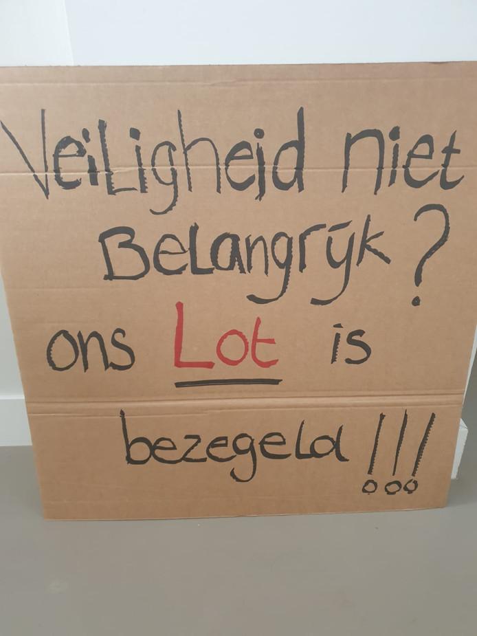 De bewoners van Utrecht Oost bedachten creatieve leuzen om hun punt duidelijk te maken
