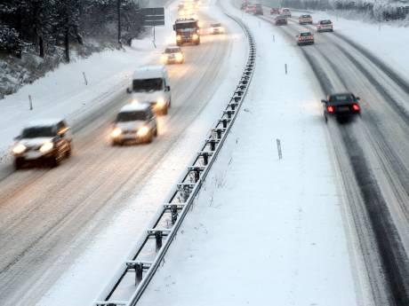 LIVE: Westelijke helft van Nederland bedekt met laagje sneeuw, in Den Bosch en Eindhoven begint het nu ook
