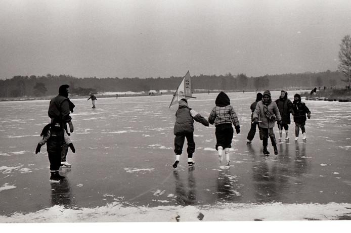 Schaatsen op Oud Meer in Son, januari 1987.