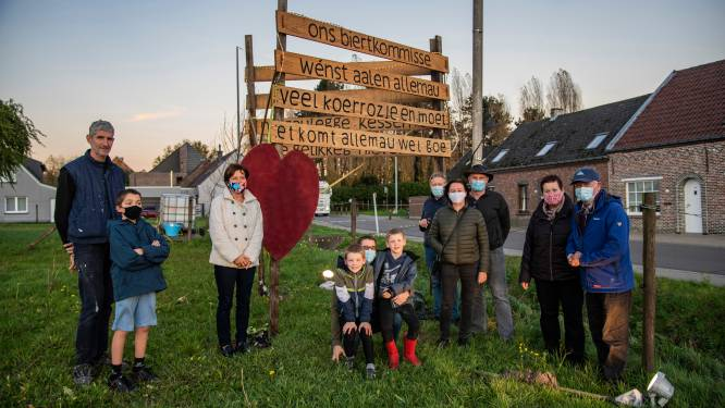 """Buurtcomité Broekstraat zorgt voor licht in donkere dagen: """"Et Komt allemau wel goe"""""""