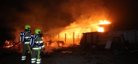 Twee chalets uitgebrand op camping Maaszicht in Kerkdriel