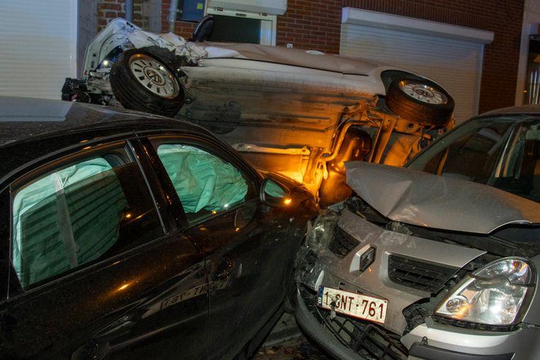 Op de Naamsevest verloor zaterdagmorgen een bestuurder de controle over zijn stuur en ging aan hoge snelheid uit de bocht.