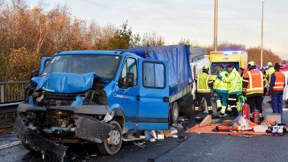 Bestuurder merkt file te laat op in Wevelgem: slachtoffer zwaargewond na zware klap