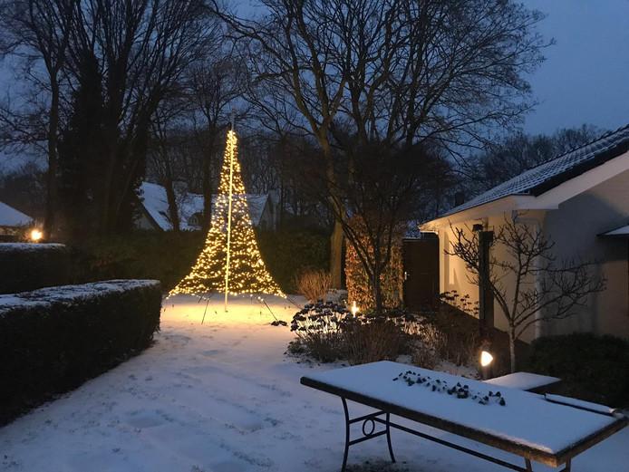 Een mooie kerstboom van licht in Loon op Zand