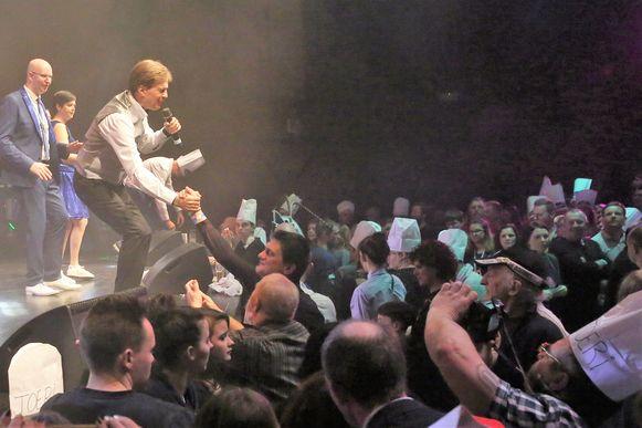 Paul Severs op het podium tijdens de Prinsenverkiezing in Halle, twee jaar geleden.