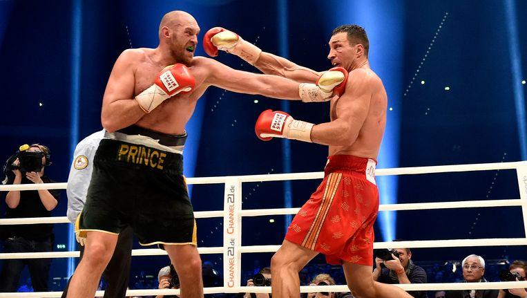 Tyson Fury werd in 2015 wereldkampioen bij de zwaargewichten na zijn winst tegen Vladimir Klitschko (rechts).