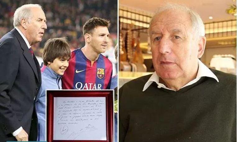 Messi met zijn ontdekker, de Spanjaard Carles Rexach en de servet waarop het 'voorcontract' met FC Barcelona getekend is