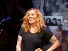 Gestelse zangeres (44) kreeg doodsbedreigingen nadat ze uit een metalband stapte