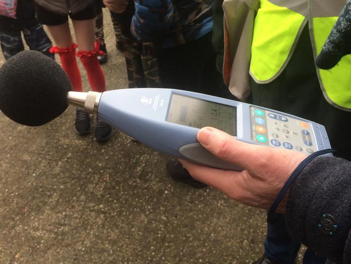 De decibellenmeter die in Haren werd gebruikt.