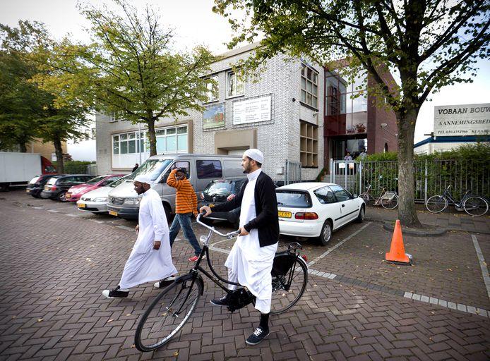 Bezoekers van de salafistische As-Soennah moskee in Den Haag.