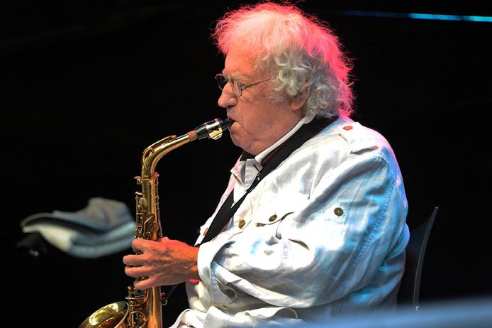 Altsaxofonist Lee Konitz tijdens ZeelandJazz in Middelburg.