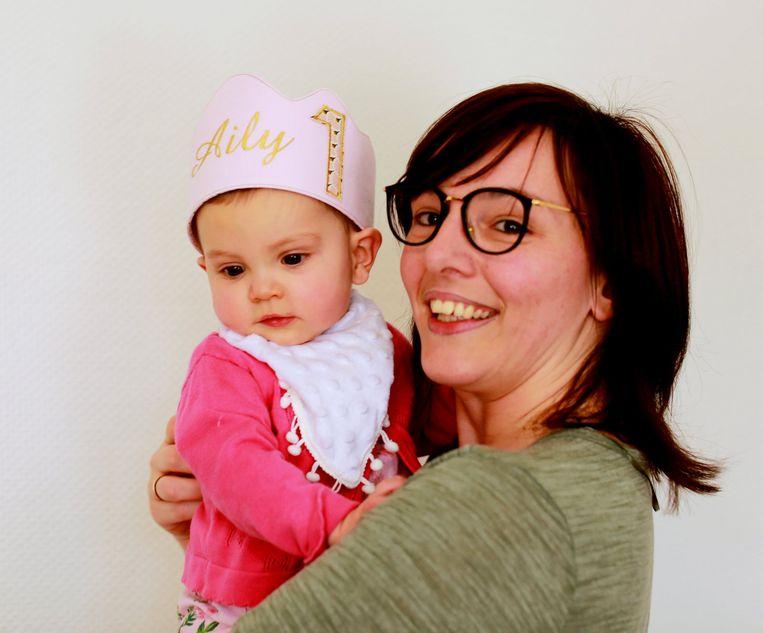 Mama Cincia met Aily op haar eerste verjaardag.