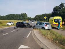 Twee gewonden bij frontale botsing op de Aaltenseweg bij Varsseveld