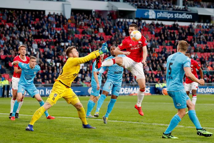 Brouwer hield Heracles lange tijd op de been. Pas in de slotminuten viel de beslissende 3-1.