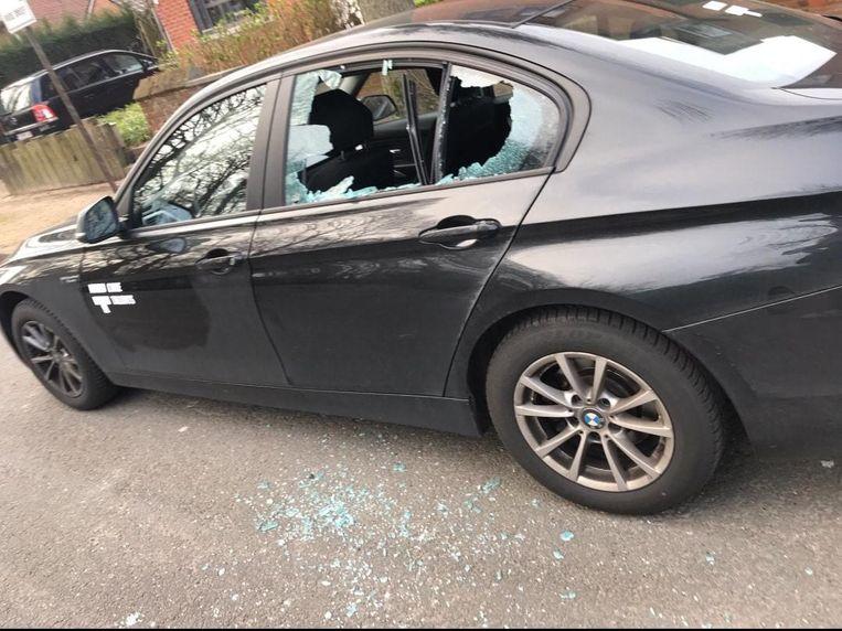 De inbrekers sloegen een raam in van een auto van een verpleegkundige van Care Talents langs de Rode Dreef in Marke