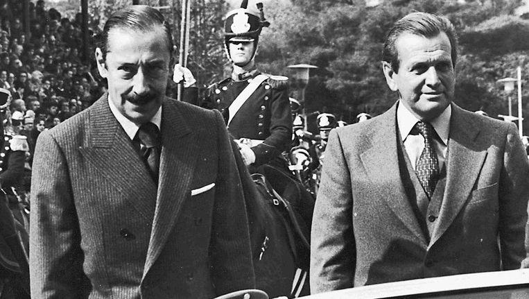 Jorge Zorreguieta (rechts) in 1979 als minister van Landbouw met dictator Jorge Videla Beeld Reuters