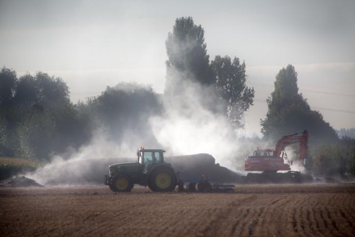 Mest wordt door boeren uitgereden over het land, maar overschotten moeten worden verwerkt. Dat kan volgens de gemeenteraad van Buren niet in het dorpje Kapel-Avezaath.