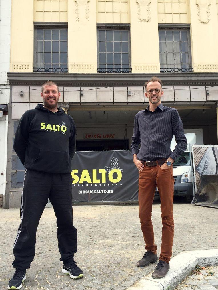 Tom Cools van Salto en architect Peter Van Impe aan vroegere cinema Vox op de Kaasmarkt.