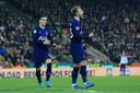 Christian Eriksen (r) viert wat zijn laatste doelpunt voor Spurs zou zijn (28 december tegen Norwich City). Zijn opvolger Giovani Lo Celso is de eerste om hem te feliciteren.