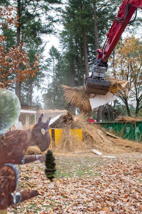 Kiosk hertenkamp Epe gesloopt: 'dit is een zwarte dag voor ons dorp'