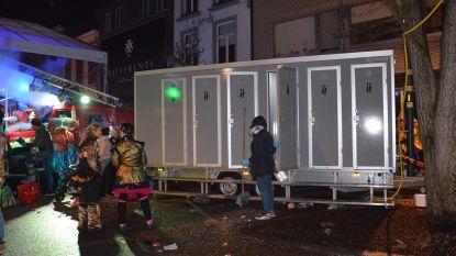 Carnavalspompiers moeten wijken voor... wc-wagen