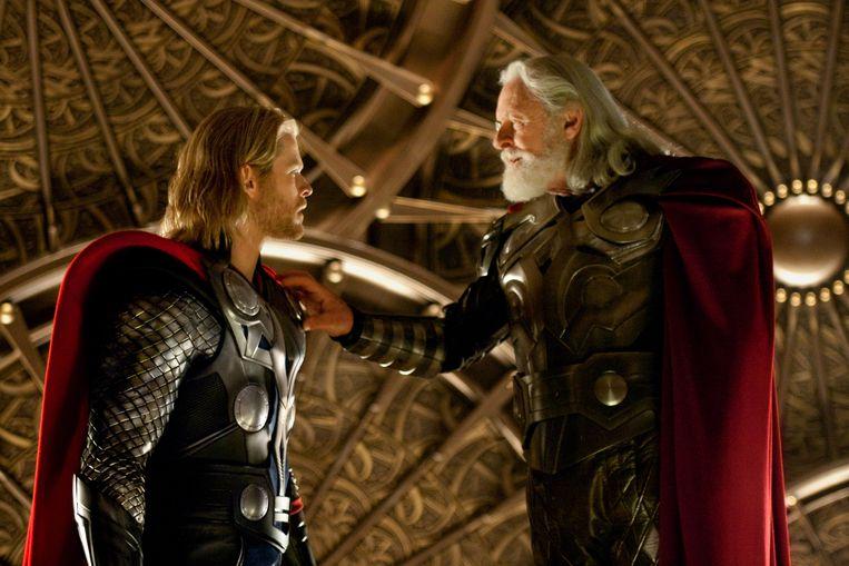 Chris Hemsworth en Anthony Hopkins als Thor en Odin in de film Thor.  Beeld AP
