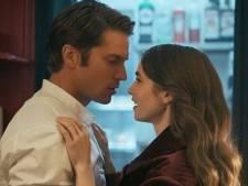 """L'acteur Lucas Bravo répond à ceux qui critiquent la série """"Emily in Paris"""""""