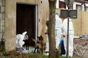 De politie zette in de loods in Steenbergen ook een hond in bij de zoektocht naar Johan van der Heyden en (bloed)sporen van het vermoedelijke misdrijf dat hem het leven zou hebben gekost.