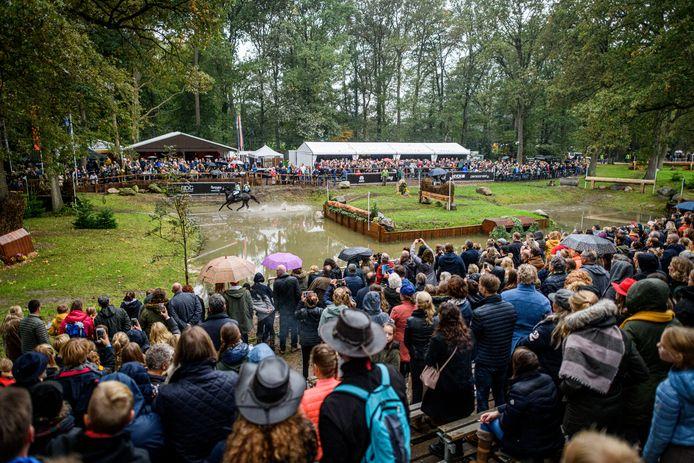 Meer dan 60.000 bezoekers komen tijdens de militaryweek naar Boekelo, met als hoogtepunt zo'n 45.000 toeschouwers op de dag van de crosscountry. Dat zit er dit jaar vanwege de coronacrisis niet in.