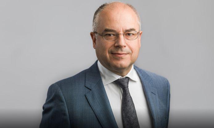 Advocaat Frank van Ardenne kraakt het plan om de hoeveelheid cashgeld op straat in Rotterdam aan een maximum te binden, af.