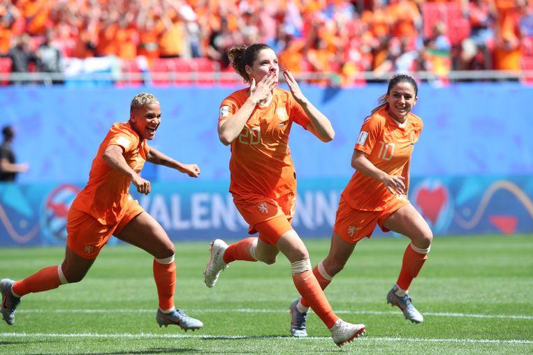 De Oranje-vrouwen tijdens Nederland - Kameroen, dat eindigde in 3-1. Beeld EPA