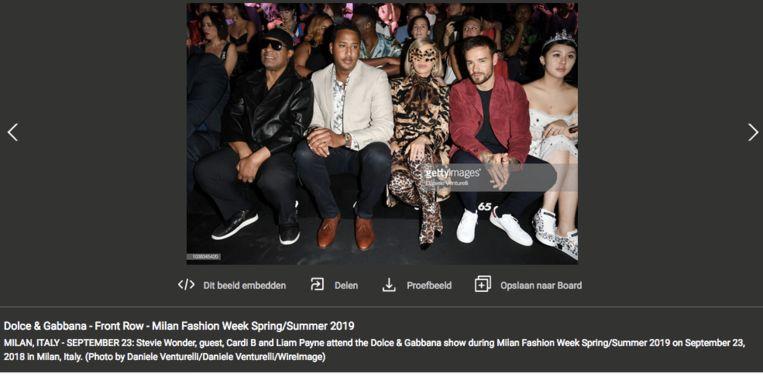 Stevie Wonder en Cardi B (in print) front row bij Dolce & Gabbana. Beeld Getty Images