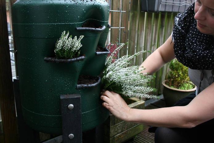 De Balkonton staat klaar om gevuld te worden met wormen en plantjes.