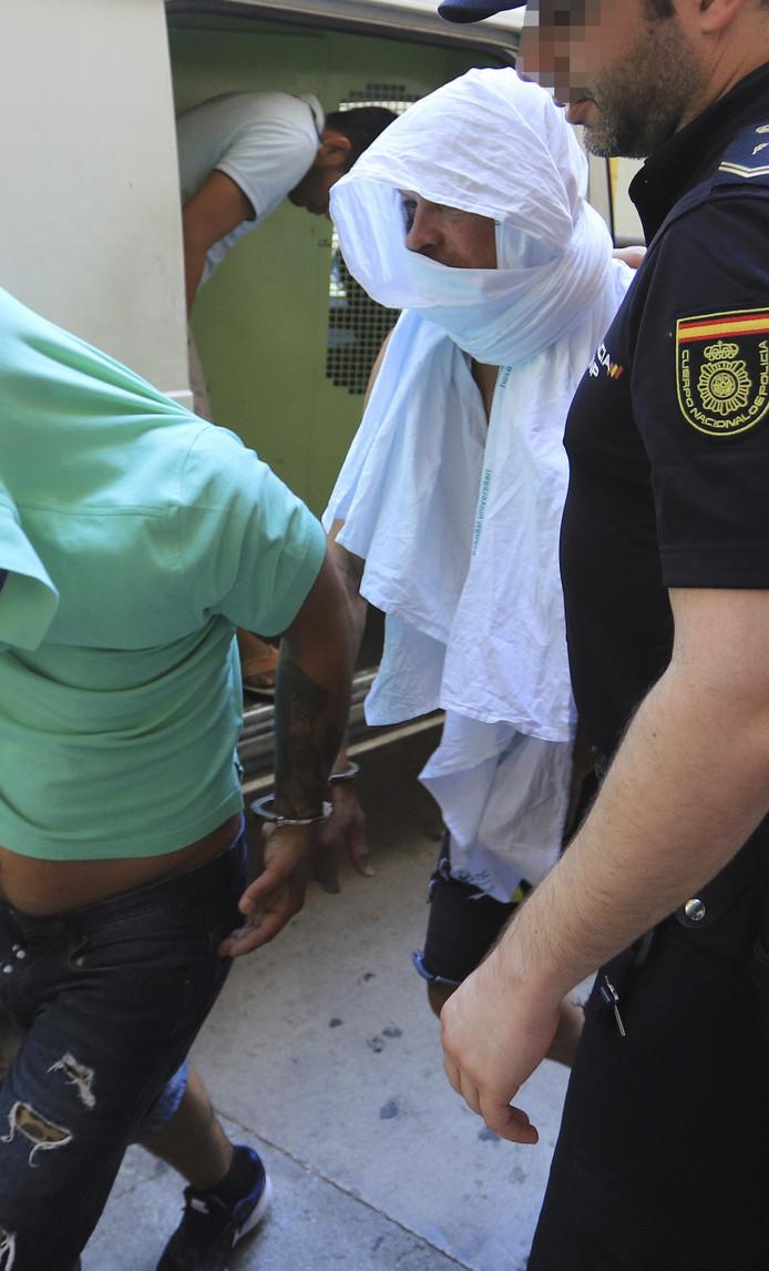 Jan Ullrich wordt door de Spaanse politie weggevoerd.