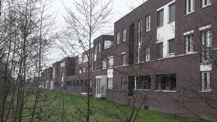 Bewoners van Het Fort in Landgoed Driessen vinden het onverteerbaar dat Waalwijk een vergunning heeft verleend voor het huisvesten van 15 arbeidsmigranten in één eengezinswoning.