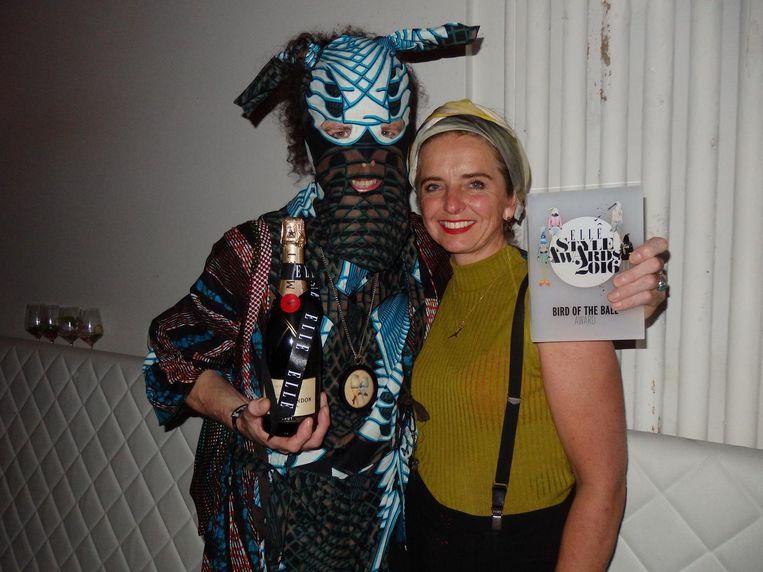 Winnaar van de Bird of the ball Award, die linker: Kevin Power (Dali Lamas Pajamas) en schrijver-kunstenaar Willy van den Brand. Beeld Hans van der Beek