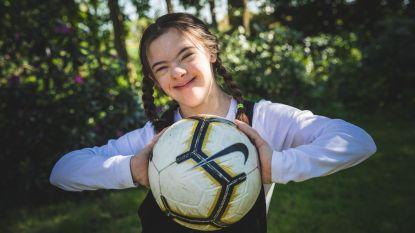 """Alice (14) uit Deinze speelt hoofdrol in internationale Special Olympics-campagne: """"Onze dochter gaat ervoor, beperking of niet"""""""