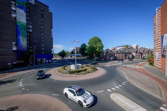 Rotonde Ripperdastraat/Nijverheidsstraat/boulevard 1945/ Haaksbergerstraat.