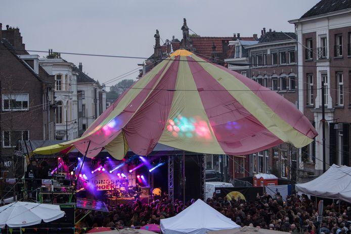 Een eerdere editie van Bevrijdingspop Achterhoek, op de Groenmarkt. Als organisator Hans Boersbroek de financiën rondkrijgt, wijkt het festival komend jaar uit naar 's-Gravenhof.