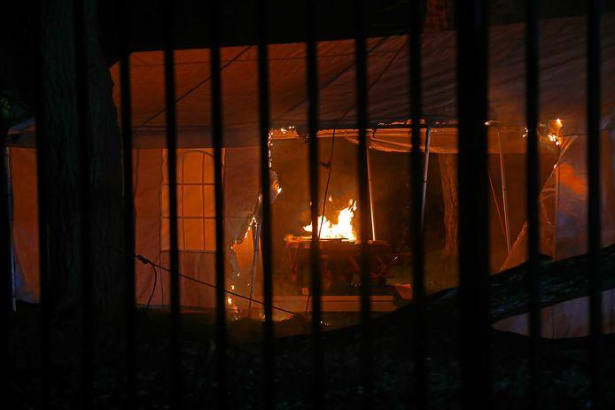 Brand in een partytent in Oss.